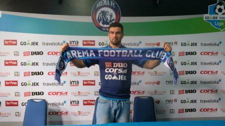 Arema FC resmi memperkenalkan Ahmet Atayew. - INDOSPORT