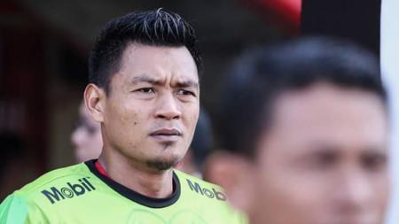 Wawan Hendrawan melakukan blunder saat dipercaya debut sebagai kiper Timnas Indonesia di pertandingan Kualifikasi Piala Dunia 2022 menghadapi UEA, Kamis (10/10/19) WIB. - INDOSPORT