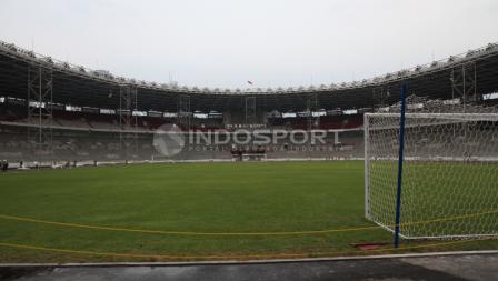 Lapangan sepakbola Gelora Bung Karno.