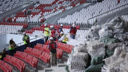 Tribun penonton GBK yang diwarnai merah putih.