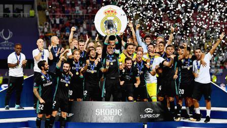 Pemain Real Madrid merayakan kemenangan gelar Piala Super Eropa.