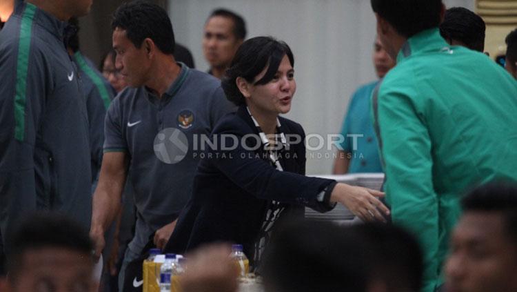 Sekjen PSSI, Ratu Tisha Destria saat mengikuti pelepasan Timnas U-22. Copyright: Herry Ibrahim/Indosport.com