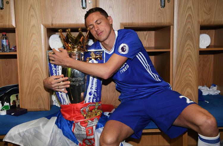 Nemanja Matic turut berperan dalam memberikan gelar Liga Primer Inggris 2016/17 untuk Chelsea. Copyright: INDOSPORT