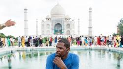 Kevin Durant saat berada di India.