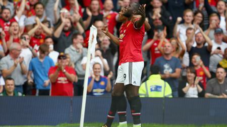 Selebrasi Romelu Lukaku usai mencetak gol yang membuka keunggulan Manchester United atas West Ham United. - INDOSPORT