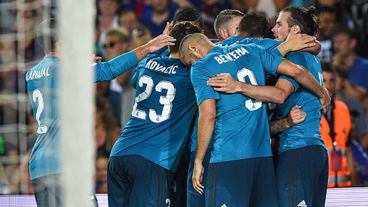 Selebrasi para pemain Real Madrid usai menundukkan Barcelona dengan skor 3-1. Copyright: INDOSPORT