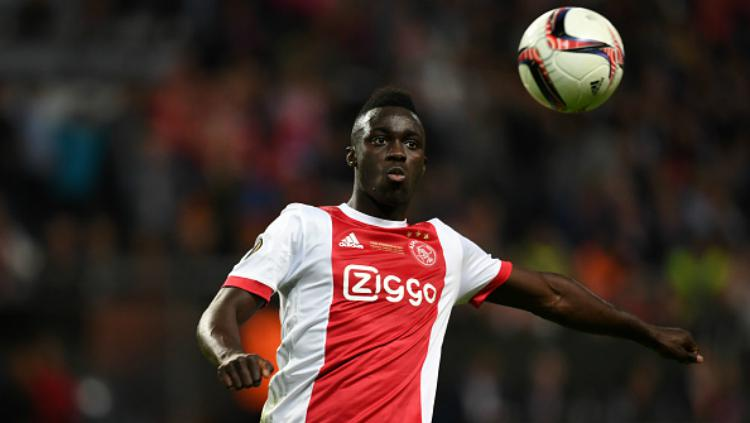 Davinson Sanchez, pemain Ajax Amsterdam diincar oleh Tottenham Hotspur. Copyright: Indosport