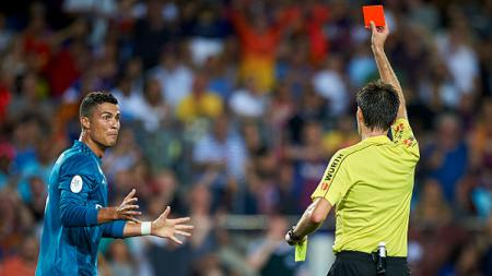 Cristiano Ronaldo diganjar kartu merah. - INDOSPORT