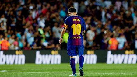 Lionel Messi tertunduk lesu Kalah dari Real Madrid dengan skor 1-3. - INDOSPORT