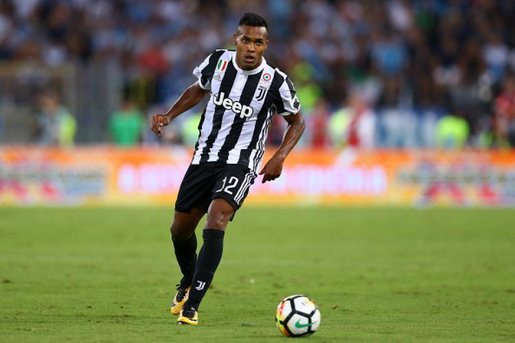 Alex Sandro, pemain bintang Juventus. Copyright: INDOSPORT