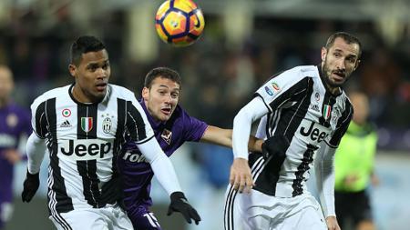 Alex Sandro (kiri) dan Giorgio Chiellini (kanan), dua pemain bintang Juventus. - INDOSPORT