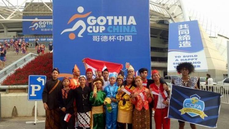 Cipta Cendikia FA menggunakan berbagai kostum tradisional Indonesia di acara opening ceremony Gothia Cup China 2017. Copyright: Istimewa