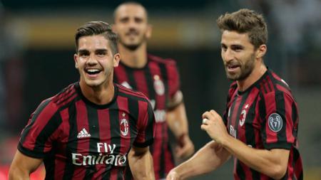 Andre Silva (kiri) dan Fabio Borini, penyerang AC Milan. - INDOSPORT