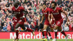 Sadio Mane merayakan golnya dengan berlari menuju ke sudut tribun.