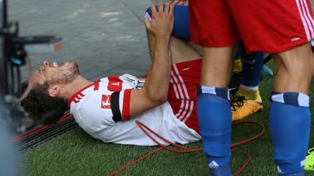 Nicolai Muller merasa kesakitan setelah melakukan selebrasi yang berlebihan. - INDOSPORT