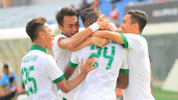 Selebrasi pemain Indonesia setelah Marinus Wanewar berhasil mencetak pada menit ke-21. Copyright: Twitter@imam_nahrawi