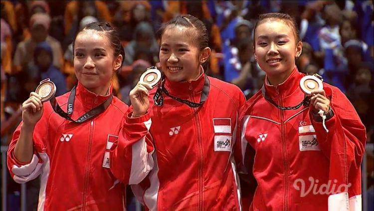 Felda Elvira Santoso dan Monica Pransisca Sugianto sukses meraih medali emas dan perak dari cabor wushu. Copyright: Twitter/Badminton Talk