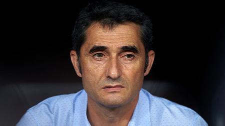 Ernesto Valverde buka suara soal takluknya Barcelona di markas Granada pada laga pekan kelima LaLiga Spanyol 2019-2020, Minggu (22/09/19) dini hari WIB. - INDOSPORT