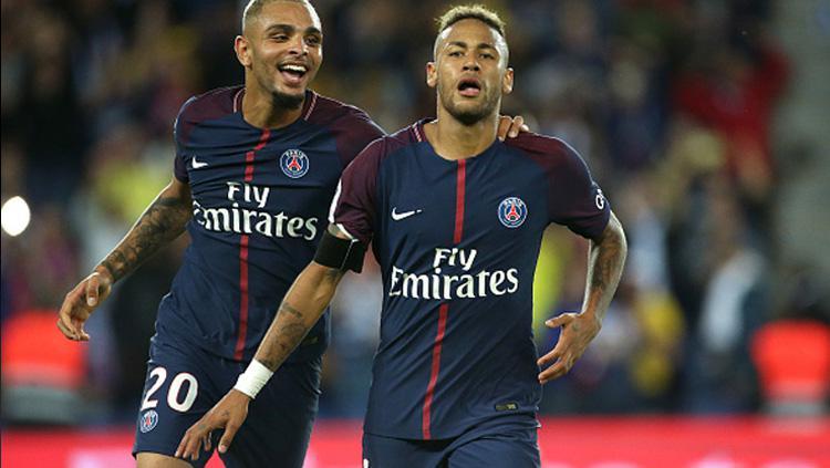 Neymar (kanan) mantan bintang Barcelona yang kini telah berseragam PSG. Copyright: INDOSPORT