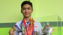 Muhammad Naufal Mahardika berhasil sumbang medali emas di cabor menembak.