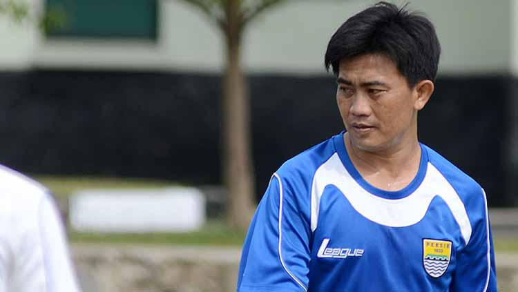 Yaya Sunarya pelatih fisik Persib Bandung. Copyright: Simamaung