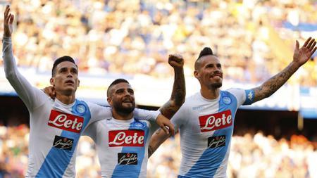 Pelatih anyar klub Liga Inggris Everton, Carlo Ancelotti ingin membajak mantan anak didiknya di Napoli, Lorenzo Insigne (tengah). - INDOSPORT