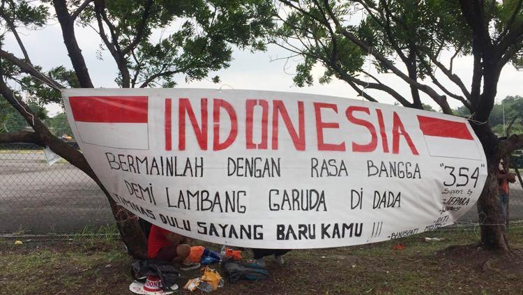 Dukungan suporter Indonesia. Copyright: RadoElshinta
