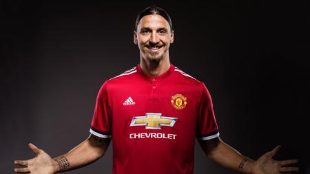 Zlatan Ibrahimovic resmi kembali bersama Manchester United. - INDOSPORT