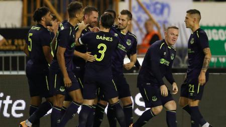 Skuat Everton rayakan gol Gylfi Sigurdsson. - INDOSPORT
