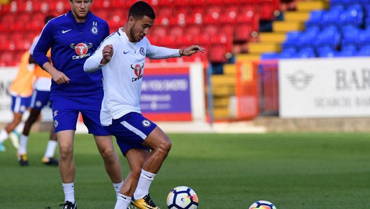 Eden Hazard kembali melakukan latihan setelah mengalami cedera. Copyright: thesun.co.uk