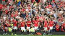Indosport - Skuat Manchester United merayakan gol Marouane Fellaini.