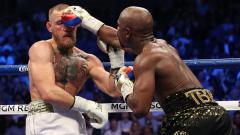 Indosport - Beredar sebuah video di media sosial yang menunjukkan bagaimana ngerinya pukulan tinju milik Floyd Mayweather Jr yang mampu membuat Conor McGregor takluk.