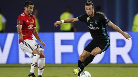 Gareth Bale saat mengontrol bola dari Henrikh Mkhitaryan. - INDOSPORT