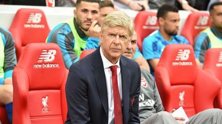 Foto Arsene Wenger tampak fokus pada kamera. - INDOSPORT