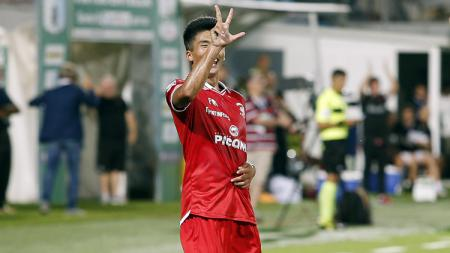 Han Kwang-Song cetak tiga gol ke gawang Virtus Entella. - INDOSPORT