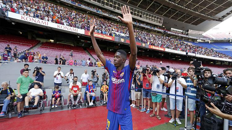 Barcelona resmi memperkenalkan Ousmane Dembele sebagai pemain baru mereka. Copyright: FC Barcelona