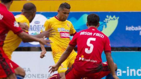 Aksi para pemain Sriwijaya FC vs Persiba Balikpapan. - INDOSPORT