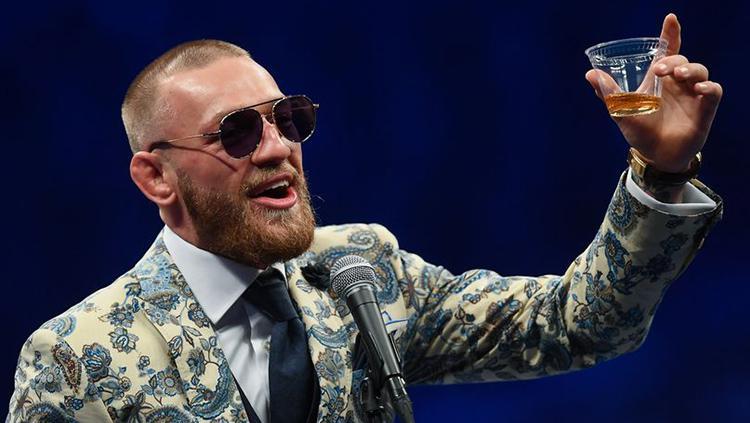 McGregor merayakan kenaikan kekayaannya setelah bertarung melawan Mayweather. Copyright: INDOSPORT