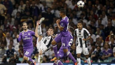 Salto Mario Mandzukic ke gawang Real Madrid. - INDOSPORT