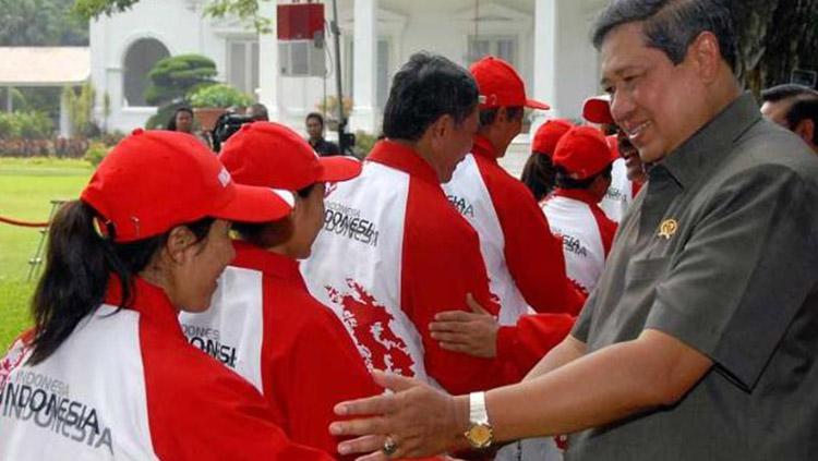 Mantan Presiden Susilo Bambang Yudhoyono saat melepasan Kontingen SEA Games 2009. Copyright: Antara/Widodo S. Jusuf
