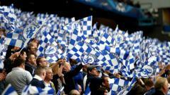 Indosport - Fans Chelsea saat berada di tribun penonton Stamford Bridge.