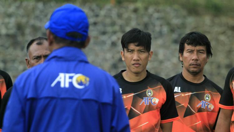 Ahmad Bustomi saat mengikuti kursus kepelatihan Lisensi C AFC di Kota Batu. Copyright: Ian Setiawan/INDOSPORT