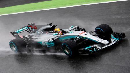 Lewis Hamilton saat balapan - INDOSPORT