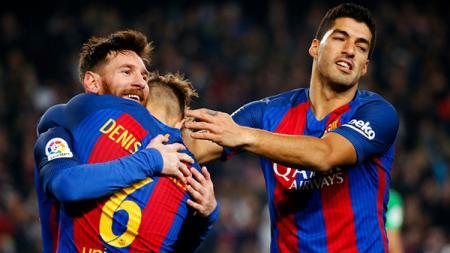 Tiga bintang Barcelona 2016/17, Lionel Messi (kiri), Denis Suarez (tengah) dan Luis Suarez. - INDOSPORT