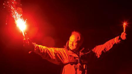 Parachute Rocket Flare. - INDOSPORT
