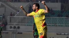 Indosport - Aksi Paulo Sergio saat merayakan gol.