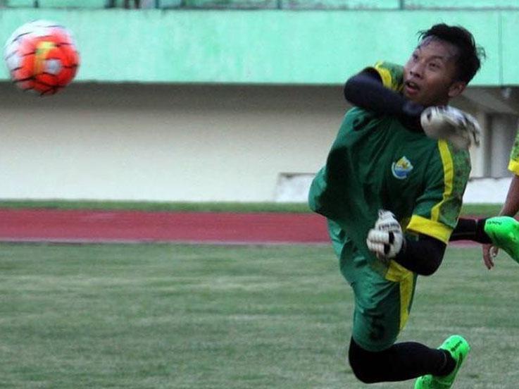 Penyelamatan gemilang Awan Setho saat laga melawan PS TNI banyak mendapat pujian. Copyright: Instagram @awansethoraharjo