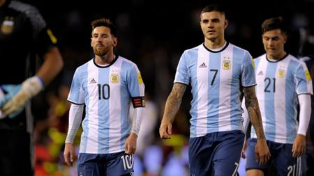 Lionel Messi (kiri) dan Mauro Icardi. - INDOSPORT