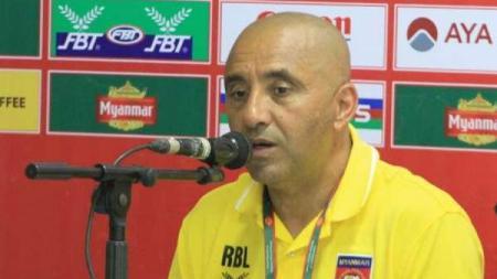 Pelatih Timnas Myanmar U-19, Rabah Benlarbi resmi dipecat. - INDOSPORT