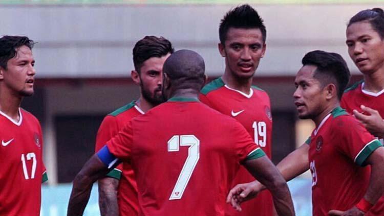 Boaz Solossa dan kawan-kawan saat laga melawan Fiji. Copyright: PSSI